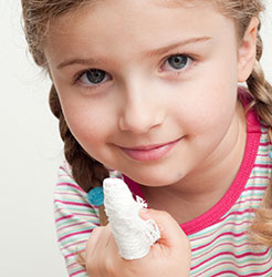 CPD certified paediatric first aid training course for child minders, learn how to treat injuries